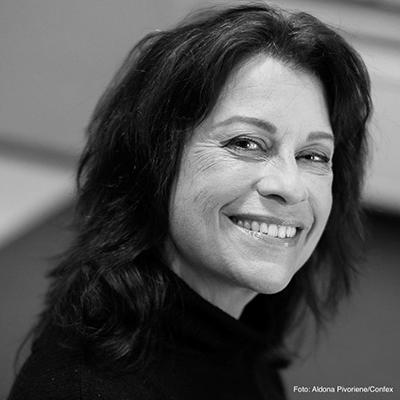 Christine Calvert Call Center-dagene portrett fotokred Aldona Pivoriene - Confex sorthvitt
